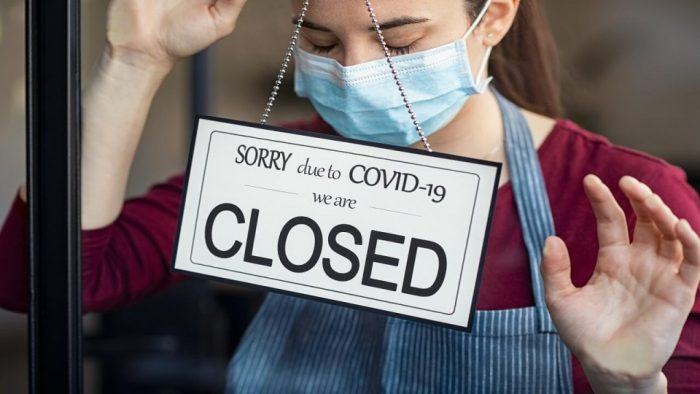 Vláda nutí podniky otevřít: Co bude dál?